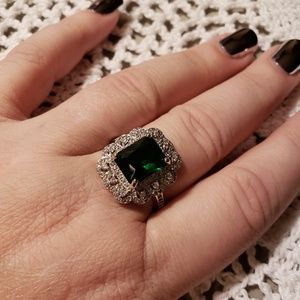 EXQUISITE Vintage style .925 and emerald ring.